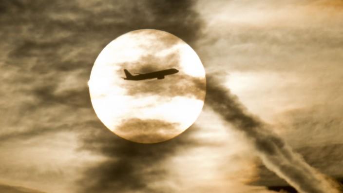 Sonne und Flugzeug