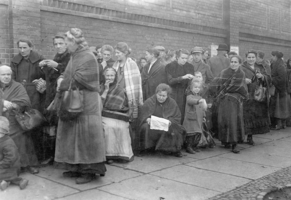 Warteschlange in Deutschland während des Ersten Weltkrieges, 1916