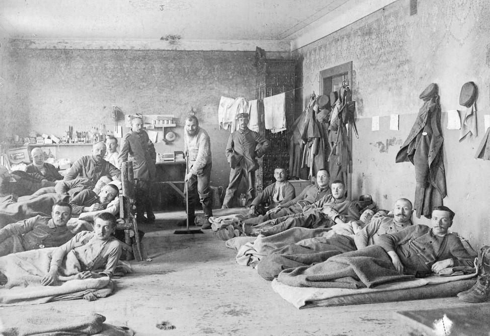 Deutsche Verwundete in einem Lazarett an der Ostfront, 1915