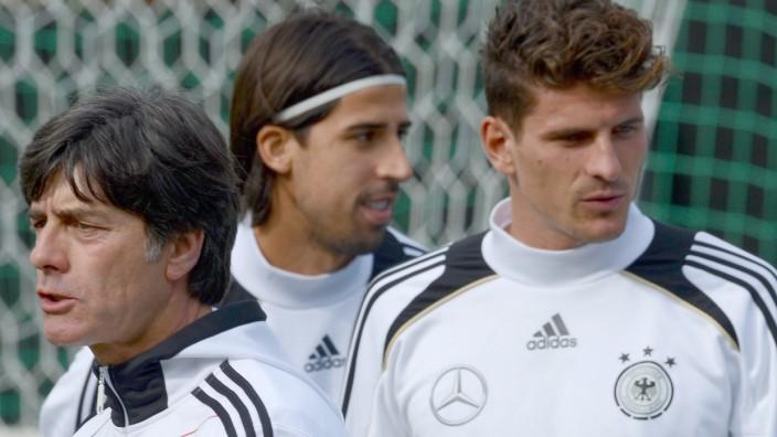 Gomez, Khedira und Löw