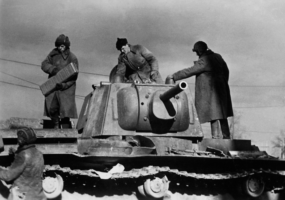 Soldaten und Panzer der Roten Armee an der Ostfront   Soldiers and tanks of the Red Army on the Eastern front