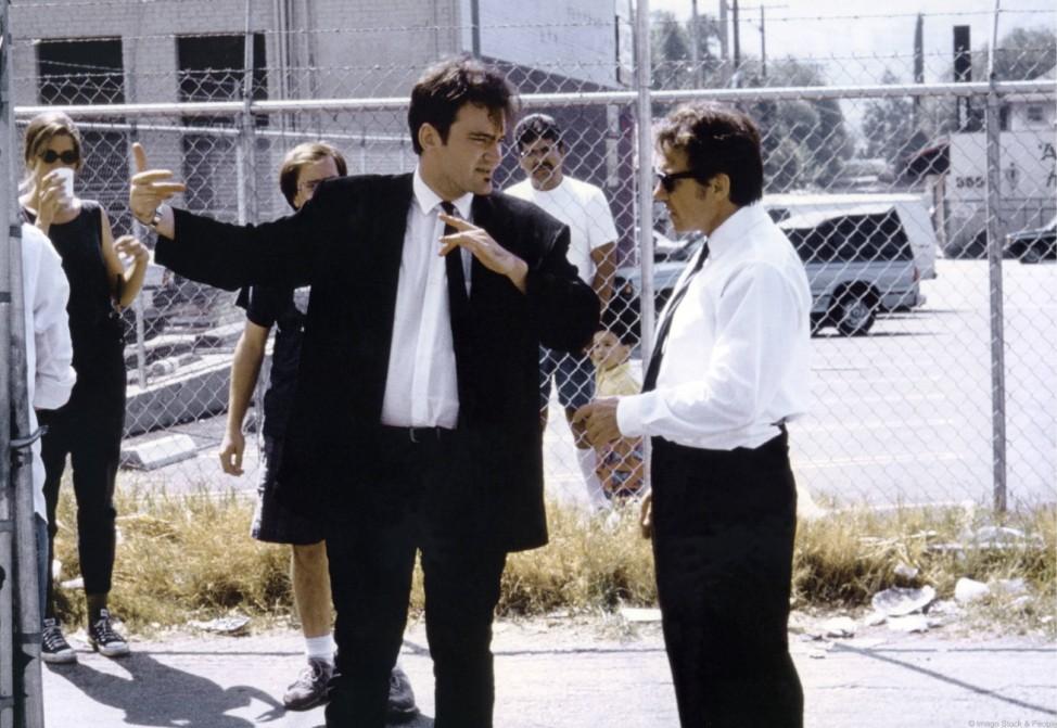 """Harvey Keitel (rechts) und Quentin Tarantino bei den Dreharbeiten zu """"Reservoir Dogs"""" (1992)."""