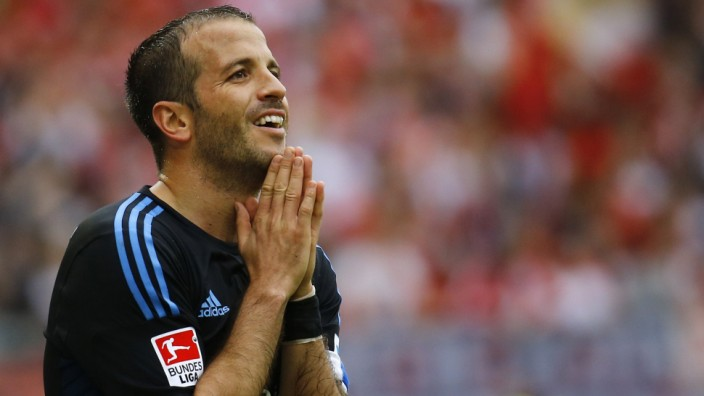 Rafael van der Vaart, Dutch team captain of HSV Hamburg reacts during their German first division Bundesliga soccer match against FSV Mainz 05 in Mainz