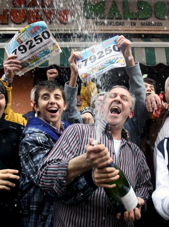 Jose Antonio Maldonado feiert seinen Lottogewinn