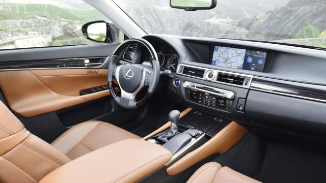Der Innenraum des Lexus GS 300h.