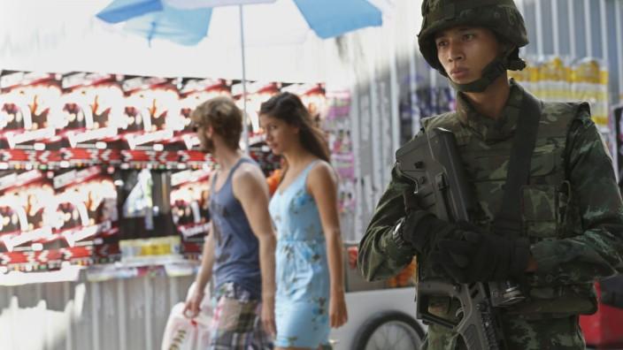 Thai army chief calls meeting of political rivals