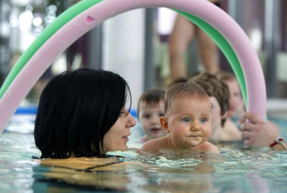 Babyschwimmen im Badehaus