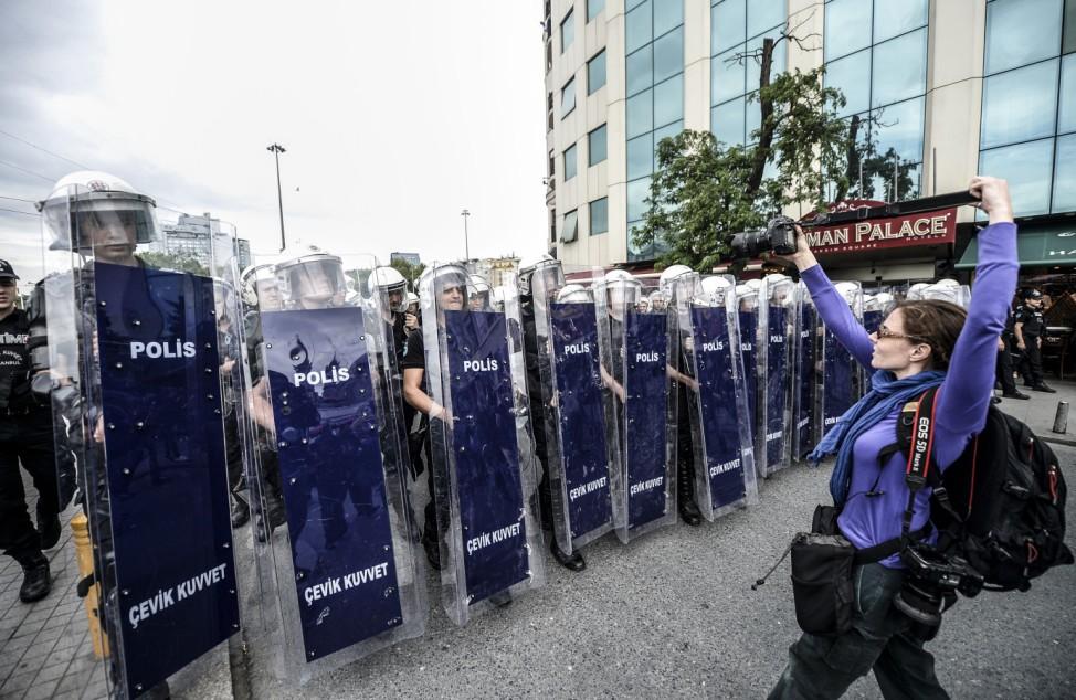 Türkische Sicherheitskräfte am Taksim-Platz