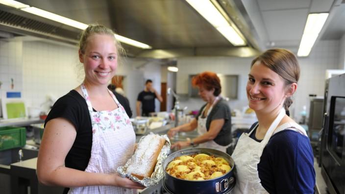 Geschäftsidee mit sozialer Komponente: Das Erfolgskonzept von Katharina Mayer (links) und Kathrin Blaschke: Kuchen wie von der Großmutter.