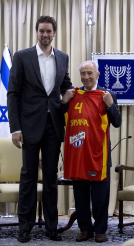 Pau Gasol of LA Lakers and Spanish basketball in Jerusalem with I
