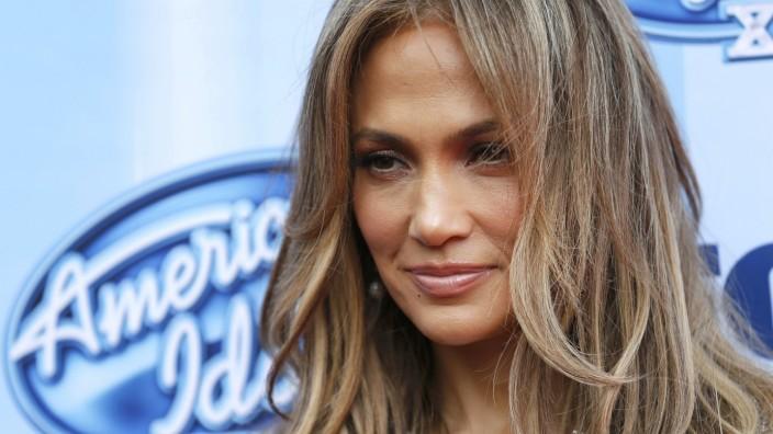 Singer Jennifer Lopez arrives at the American Idol XIII 2014 Finale in Los Angeles