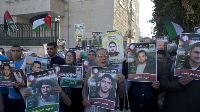 Palästinenser im Hungerstreik: Palästinenser demonstrieren in Ostjerusalem für die Gefangenen im Hungerstreik