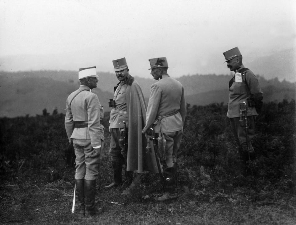 Erzherzog Franz Ferdinand bei einem Manöver, 1913