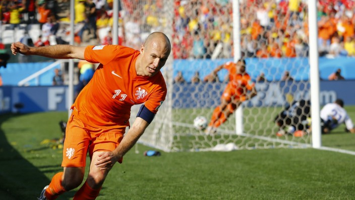 Robben of the Netherlands celebrates the goal of his teammate Depay during their 2014 World Cup Group B soccer match against Chile at the Corinthians arena in Sao Paulo