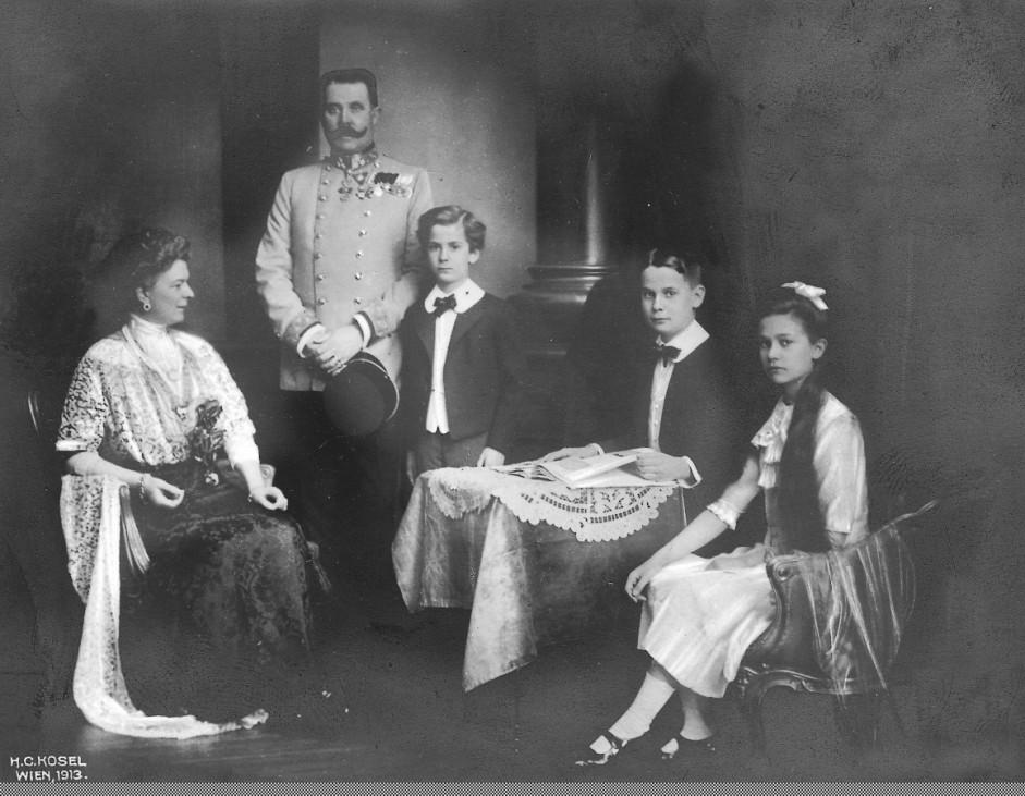 Erzherzog Franz Ferdinand mit seiner Familie