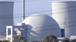 Das Atomkraftwerk Biblis in Hessen. Es gehört zu den AKW, die als besonders störanfällig gelten. Foto: ddp