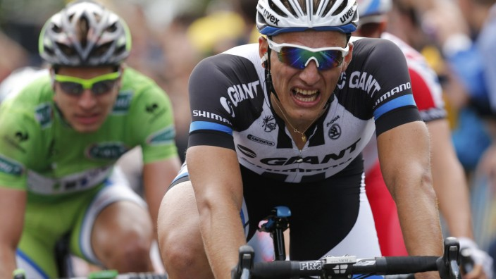 Giant-Shimano team rider Kittel of Germany celebrates as he crosses the finish line to win the 163.5 km fourth stage of the Tour de France cycling race from Le Touquet-Paris-Plage to Lille