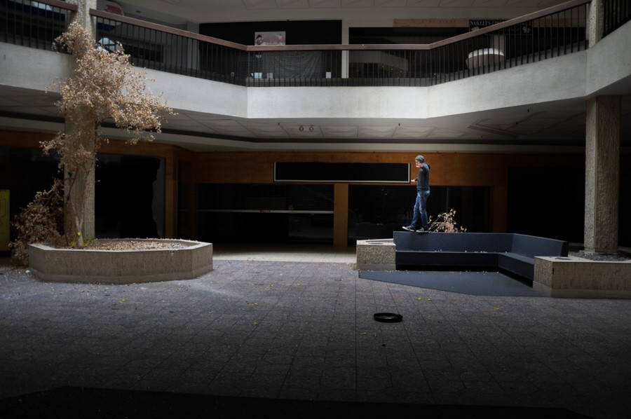 Black Friday - The collapse of the american shopping mall