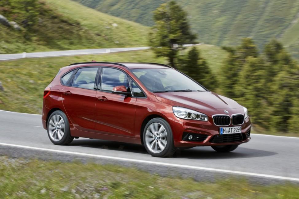 Die Seitenansicht des BMW Zweier Active Tourer
