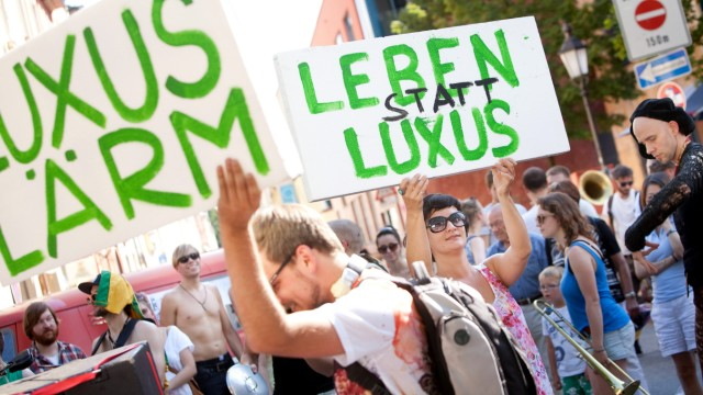 Rückspiel ãSchwabinger 7Ò am 19. Juli: Musik- & Tanzdemonstration ãMEHR LÄRM FÜR MÜNCHEN Ð Gegen die Stilllegung der Stadt durch LuxussanierungenÒ. rund um die Münchner Freiheit