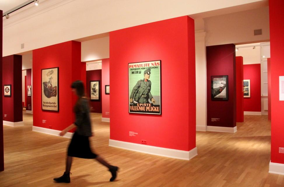 """Ansicht der Ausstellung """"Krieg und Propaganda 14/18"""" im Museum für Kunst und Gewerbe in Hamburg"""