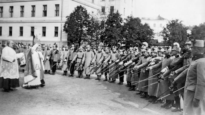Waffenweihe in Wien, 1914   Weapon consecration in Vienna, 1914