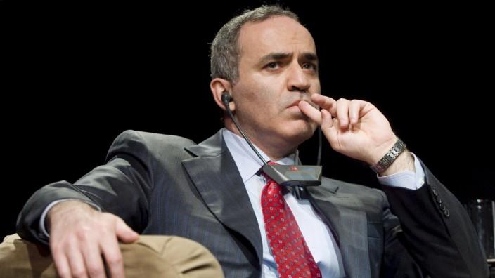 Schach, Garri Kasparow, Kirsan Iljumschinow