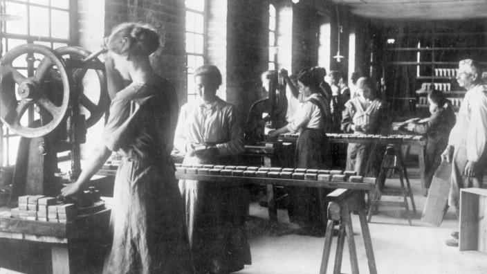 Frauen bei der Produktion von Seife, 1917