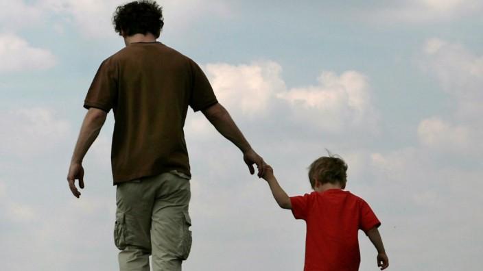 Mehr Rechte für ledige Väter - Gesetzesänderung in Kraft