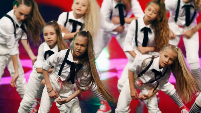 'Got To Dance' - 1st Live Show