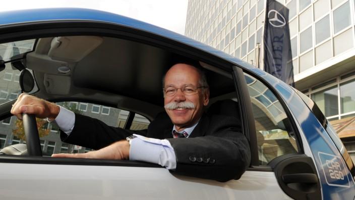 Dieter Zetsche in einem Car2Go