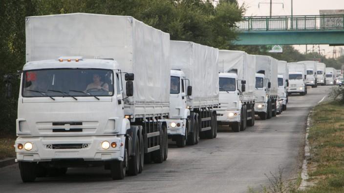 Russian humanitarian convoy moves to Ukraine