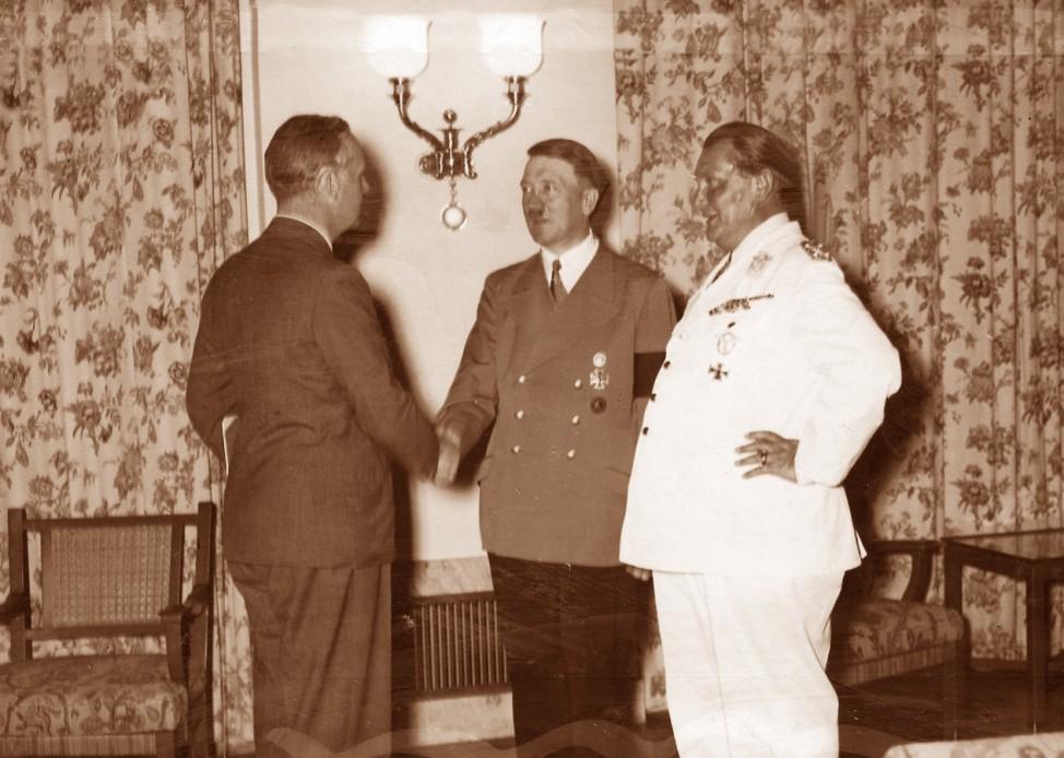 Ribbentropp, Hitler, Göring nach Unterzeichnung des Nichtangriffspaktes