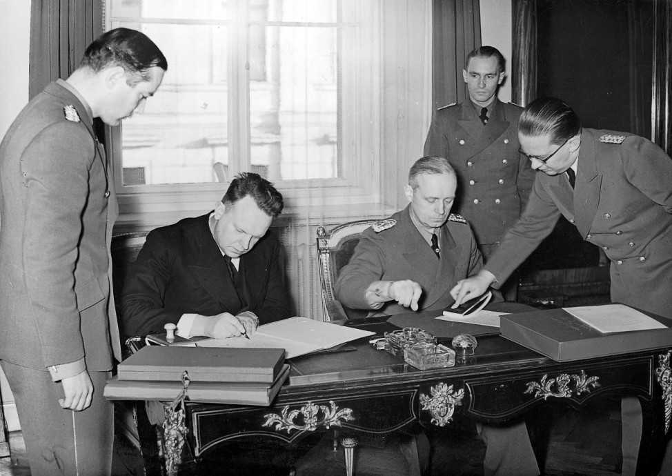 Joachim von Ribbentrop und der sowjetische Botschafter Schkwarzew in Berlin 1939