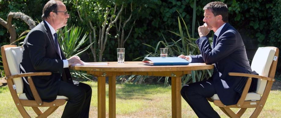 Frankreichs Präsident Hollande (links) und sein Premierminister Manuel Valls während einer Besprechung