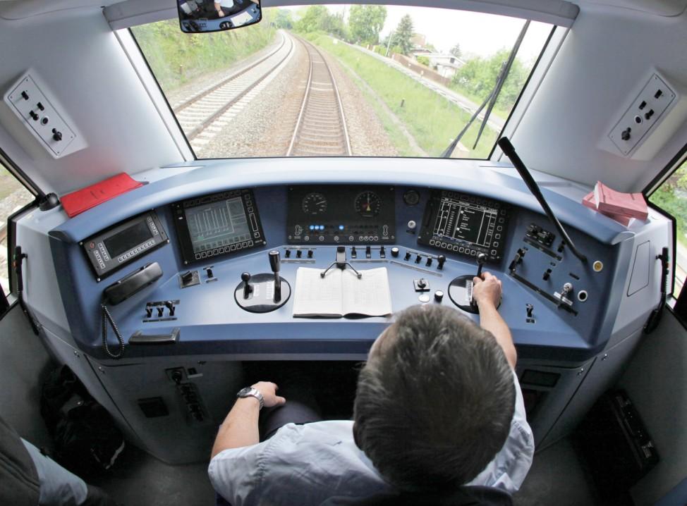 Lokführer steuert Zug