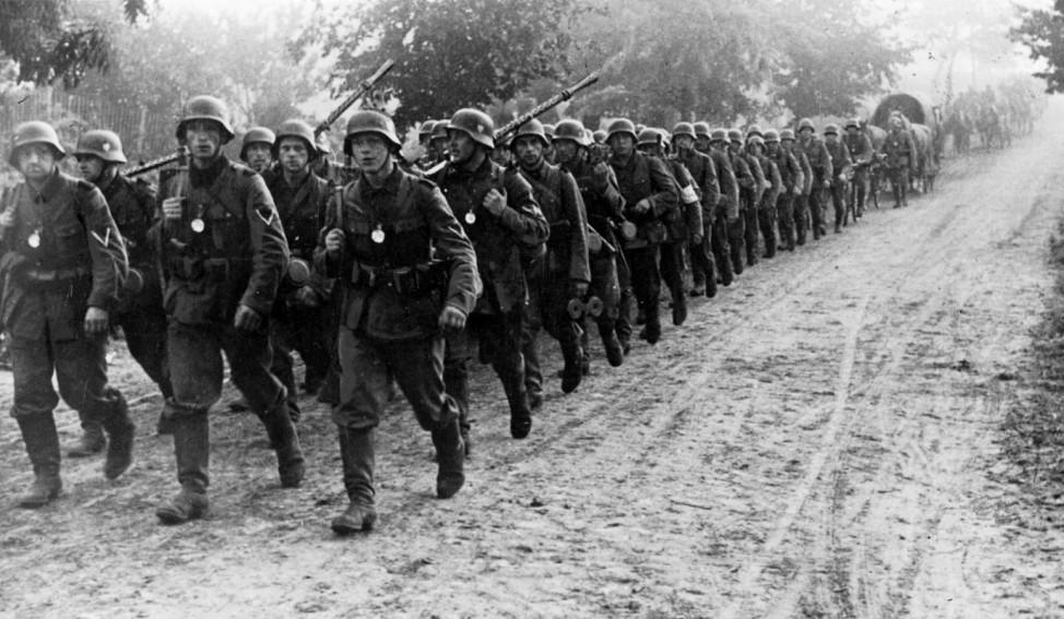 Deutsche Soldaten auf dem Marsch in Polen, 1939