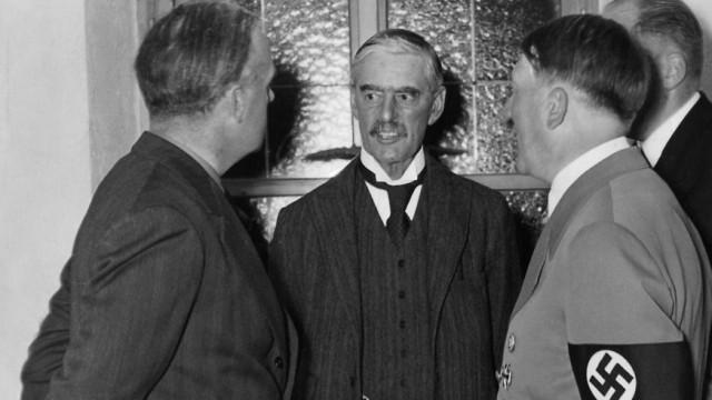 Joachim von Ribbentrop, Neville Chamberlain, Adolf Hitler in Berchtesgaden, 1938