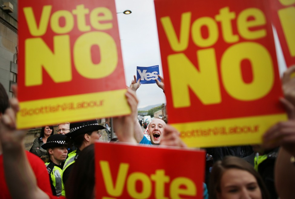 *** BESTPIX *** Scottish Referendum Debate Continues As Vote Is Too Close To Call