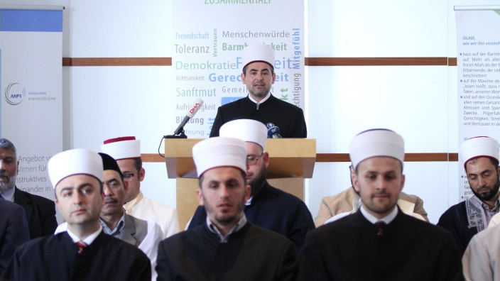 """Gemeinsame Erklärung: Die Imame loben den Verfassungsschutz, weil er die Islamfeinde der Partei """"Die Freiheit"""" unter Beobachtung gestellt hat."""