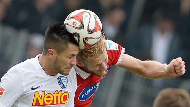 Kopfball 1. FC Heidenheim -  VfL Bochum