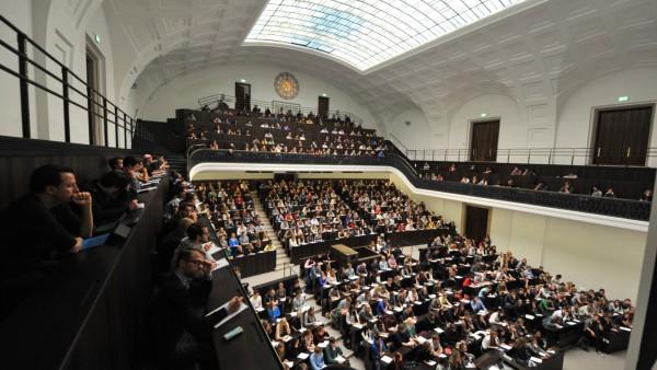 Das sanierte Audimax der LMU zum Start des Wintersemesters in den Münchner Unis