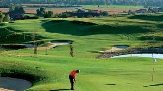 Therme mit Golfanschluß: Niederbayerisches Idyll: Blick über den Golfpark in Bad Birnbach