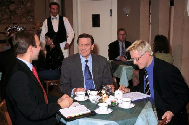 """Gerhard Schröder bei """"Gute Zeiten, schlechte Zeiten"""""""
