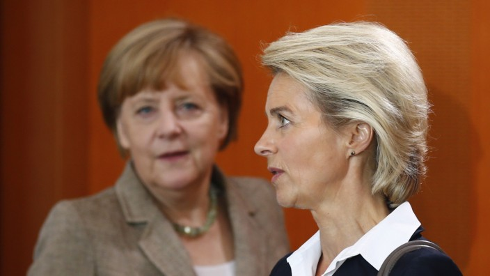 German Chancellor Merkel and Defence Minister von der Leyen attend cabinet meeting at Chancellery in Berlin