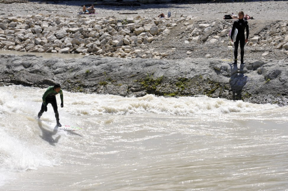 Isar-Surfer bei Hochwasser, 2010