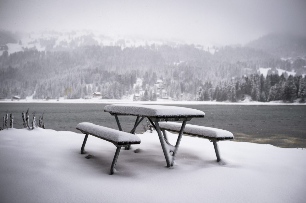 Cold front with strong wind and snow hit Switzerland