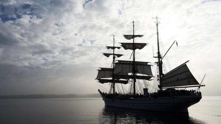 Ein Gefühl von Nostalgie: die Gorch Fock, wie sie im Herbst 2014 ihren Heimathafen Kiel verlässt.