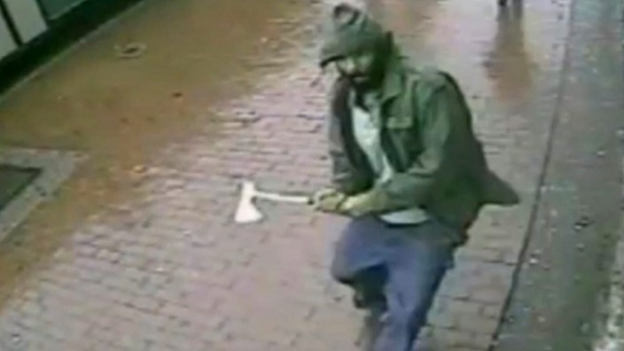 Man with axe attacks police in New York