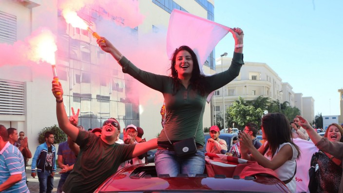 Supporters of Nidaa Tounes movement celebrate early results